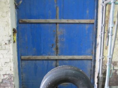 Door & tyre (Calder)